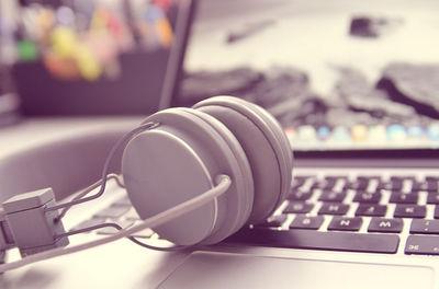 headphones-338492_960_720tibi.jpg